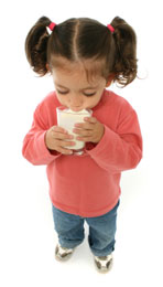girl_drinking_milk